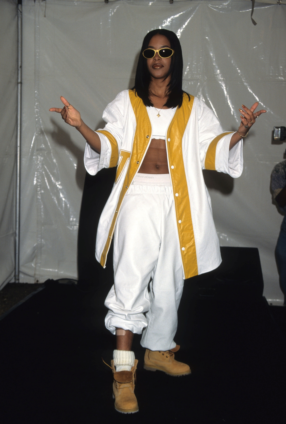 How The Trend Setting R B Queen Aaliyah Influenced The Fashion Of Today Nbga Mag No Basic Girls Allowed