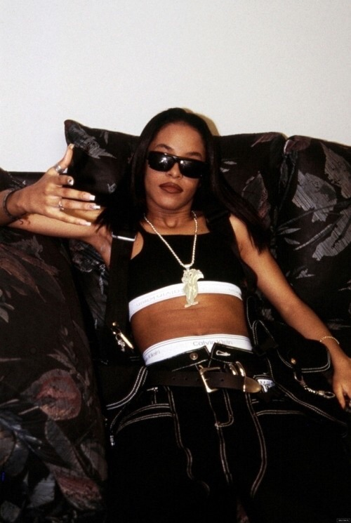 39ec448c73 How the Trend-Setting R B Queen Aaliyah Influenced the Fashion of ...