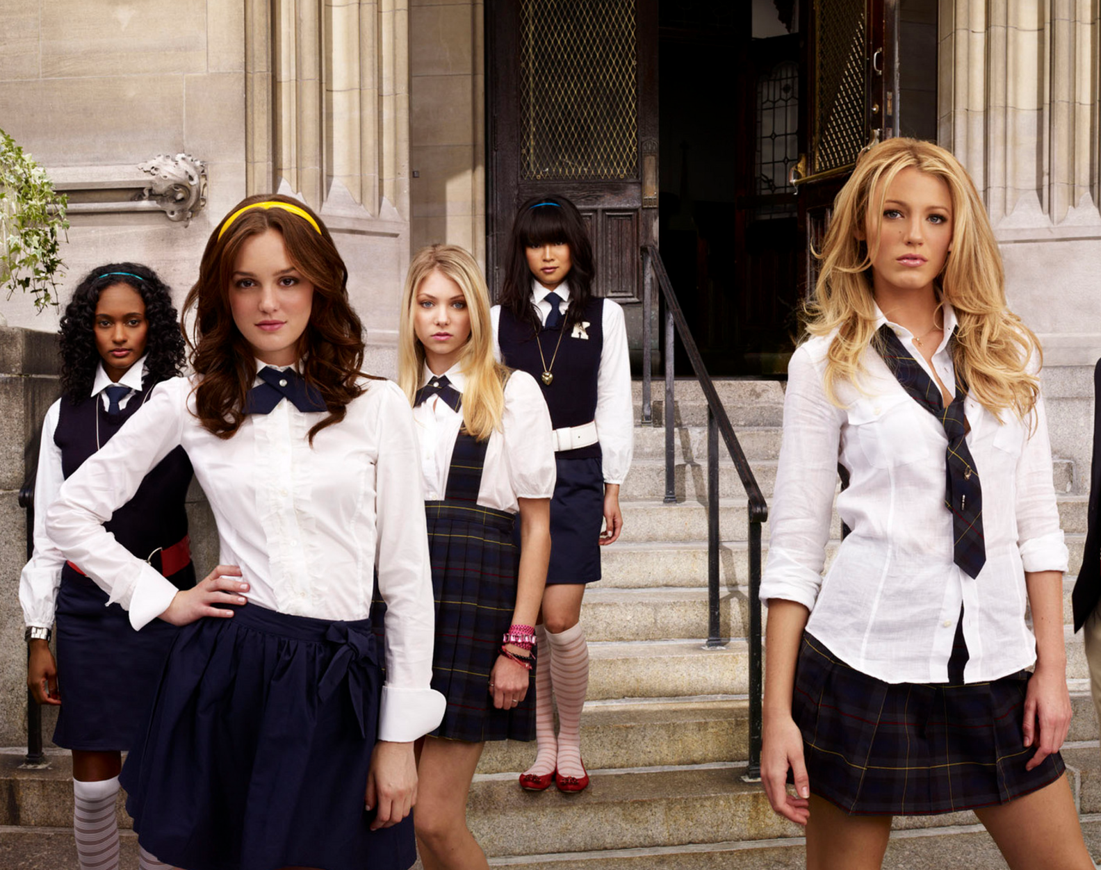 5 iconic girl squad looks for that last minute halloween costume